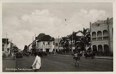 Toendjoengan w/ hotel Oranje 1925