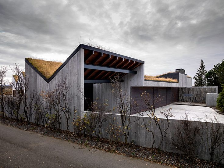 replacing the existing home on site, bakkaflot 14 by local firm studio granda boasts a palette of natural and exposed materials that reflect the rugged nature of its surrounding landscape.
