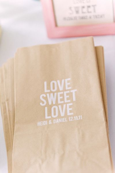 Would be such precious bags to let people fill them up at a candy bar instead of favors!