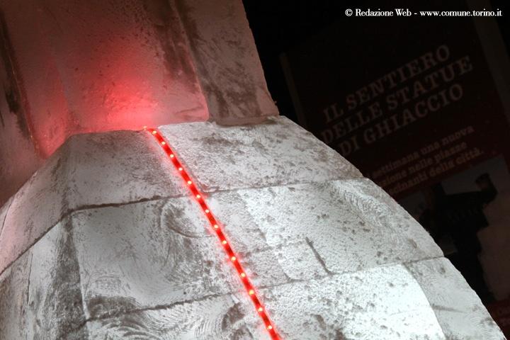 Sculture di ghiaccio: la Mole Antonelliana in piazza Emanuele Filiberto: immancabili le luci d'artista. #Torino #christmas