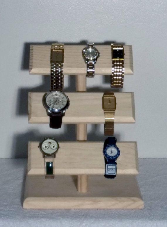 Le support à un coup d'oeil bijoux peut contenir: montres, Bracelets, colliers. Ce qu'un excellent moyen de rester organisé en un coup de œil. Les supports de bijoux sont vendus non finis et sont prêts à teindre ou peindre de sorte que vous pouvez assortir à votre décor. Les beaux meubles de Frank offre également des services finitions; Nous avons trois couleurs de tache standard en stock: rouge acajou, cerisier et chêne doré. Il y a 23 d'autres options de tâche disponibles au minwax.com…