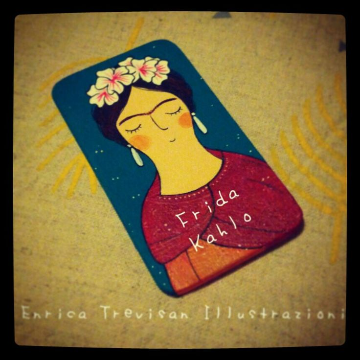 Rectangular wooden brooch with Frida hand painted with acrylic colors. Enrica Trevisan Illustrazioni