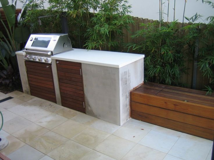 Built in bbq with bench seating outdoor kitchen for Outdoor kitchen wall ideas