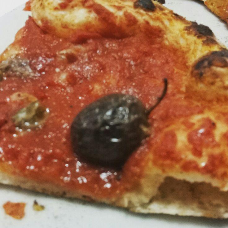 Per la serie, rivalutiamo la pizza marinara, nell'ottima interpretazione de La Veranda di Misilmeri, con l'aggiunta di olive e capperi.