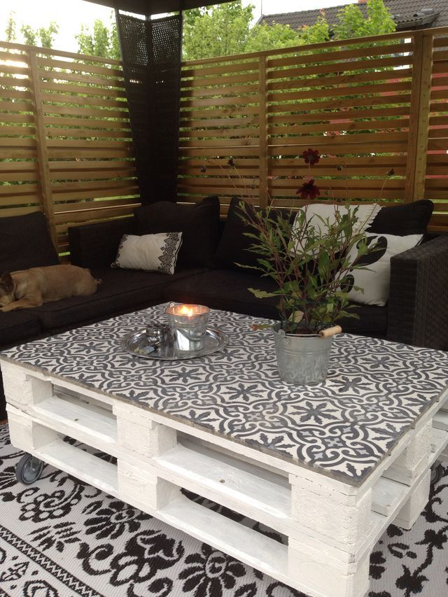 table palette et carreaux ciment d co terrasse. Black Bedroom Furniture Sets. Home Design Ideas