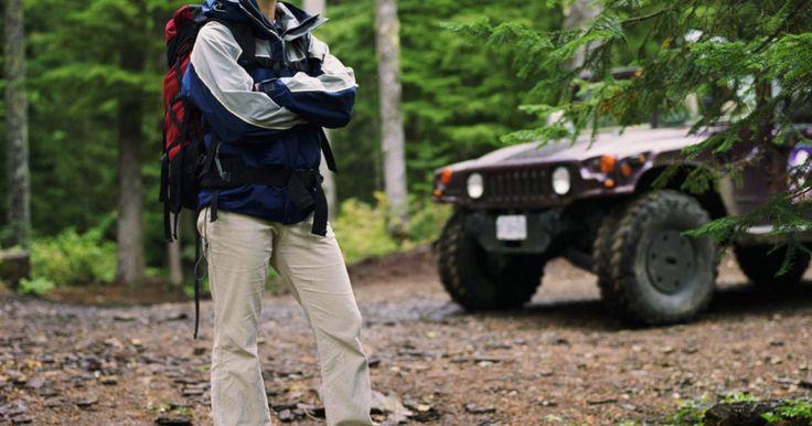 Cómo cambiar el termostato en un motor de Jeep 4.0. El Jeep con motor de 4.0 litros y seis cilindros en línea es probablemente uno de los mejores generadores de potencia más reconocidos de Jeep que se han usado hasta ahora. Fue utilizado en muchos modelos diferentes, desde el Wranglers al Grand Cherokee. El diseño no ha cambiado desde 1988, cuando el 4.0 litros se convirtió en combustible a ...