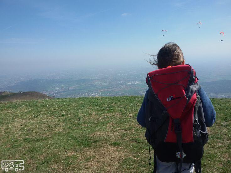 Sul Monte Linzone con bambini: una camminata facilissima con sorpresa all'arrivo: una terrazza panoramica sull'arco alpino.Un autentico coup de coeur!