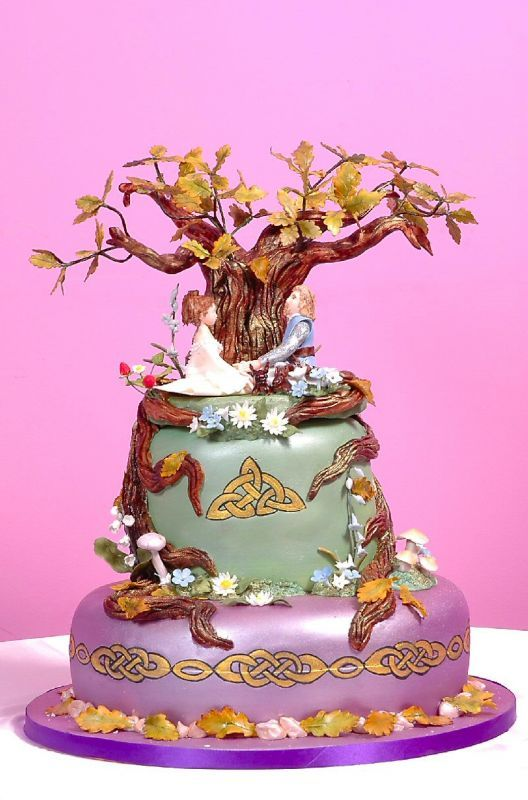Tree of life celtic knot cake...LOVE!!!   Except I think I'd go with white or green for the base