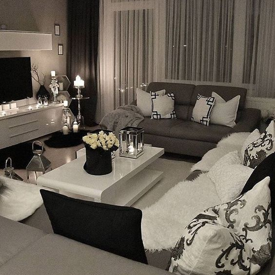 Black And White Living Room With Yellow Accents: Living Room Inspo ™�