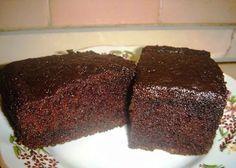 Vă prezentăm o prăjitură deosebită, de ciocolată, care o să vă surprindă plăcut prin gust și textură. Această prăjitură este foarte umedă, gustoasă și aromată, poate fi servită la micul dejun sau ca o gustare din timpul zilei alături de ceaiul preferat sau cafeaua aromată. Se prepară foarte ușor, este simplă, iar rezultatul este impresionant. …