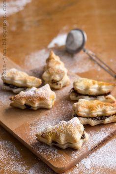 Rakastatko joulutorttuja, muttet niiden 180-200 kaloria? Tee niinkuin minä ja leivo tortut pienemmiksi! Piparimuottien avulla tortut saavat...