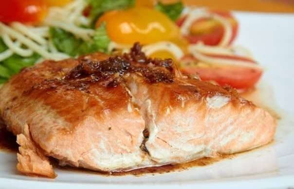 Steaks Fish with tomatoes (low-calorie dish)