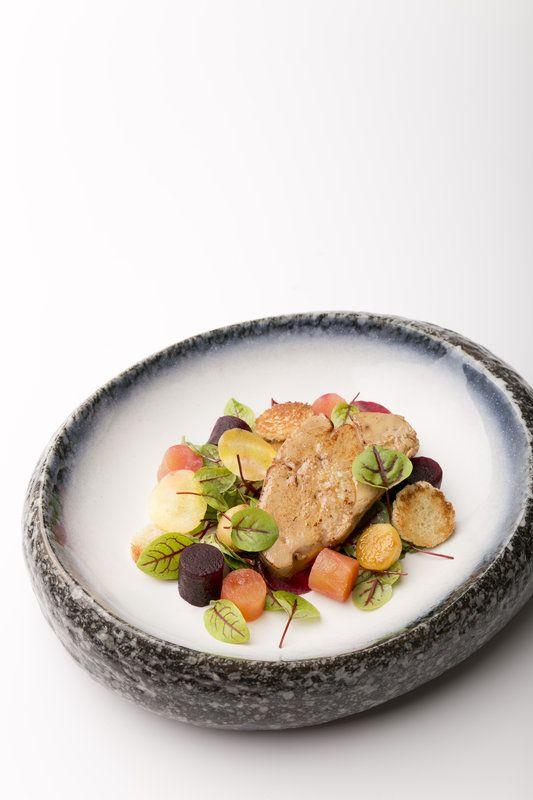 Salade van Vene Cress met geroosterde eendenlever, rode biet en appel - Gastronomixs