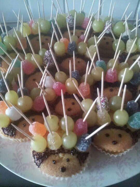 egel koekje met druifjes en snoepjes