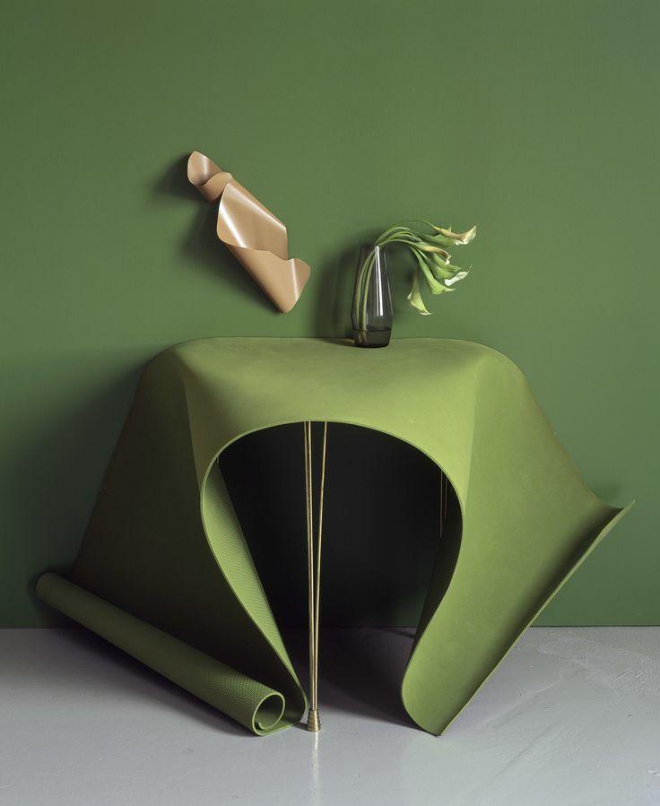 Saara Ekström:Method of a Cloak,2014. C-print.