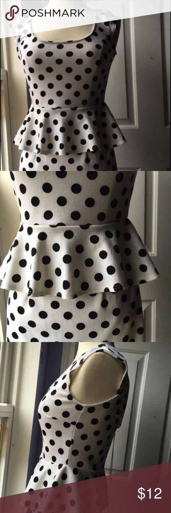 Polka dot bodycon dress with peplum detail Body-hugging peplum dress with polka dot print in black and white. Dresses Mini