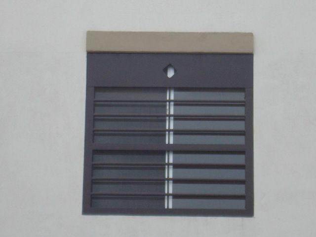 Rejas para casas modernas con barrotes horizontales para for Puertas para balcones modernas