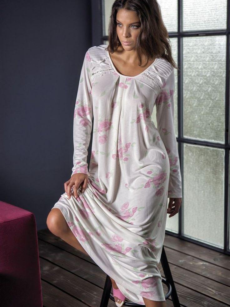 Bondy 18005Penye Gecelik ; desenleri ve omuzunda ve kollarında bulunan büzgüler ile şıkPenye kumaştan üretilen gecelik modelidir.