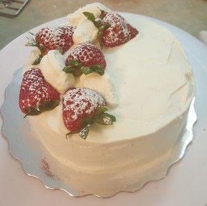 Asian Birthday Cake (Korean Saeng Cream Cake) Recipe on http://www.bakingalchemy.com/?p=217