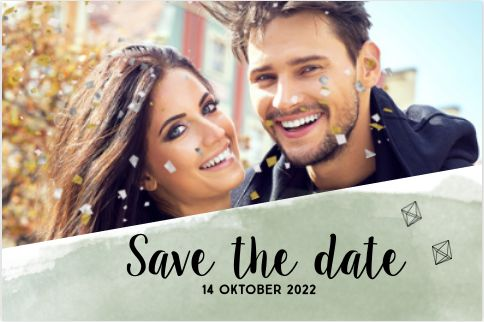 Staande enkele save the date kaart voor jullie trouwdag! Met olijf kleur aquarel effect op de ondergrond, feestelijke confetti explosie in zilver en goud tint, kleine diamanten en ruimte voor een eigen foto! Geheel zelf aan te passen. Gratis verzending in Nederland en België.