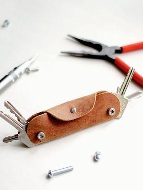 DIY-Anleitung: Schlüssel-Etui aus Leder und mit Schrauben anfertigen, kleine Tasche für Dein Schlüsselbund / DIY tutorial: crafting leather key case with screws, small bag for your keyring via DaWanda.com