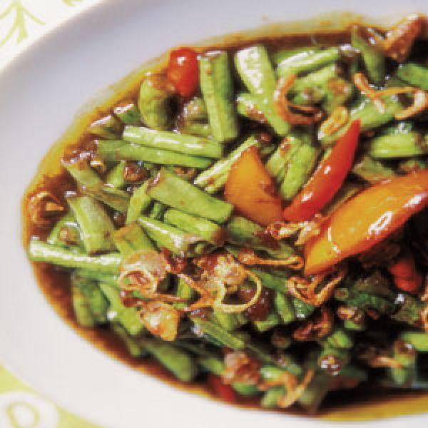 Kacang Panjang Kecap (Long Beans with Sweet Soy Sauce) Recipe | SAVEUR