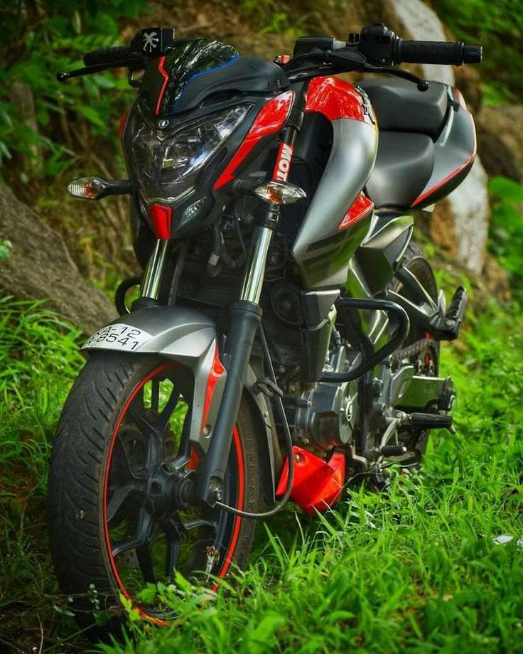 Beautiful Hd Wallpaper Of Red And Black Pulsur 200ns With Green Grass Bike Pic Bike Photography Bike Photo