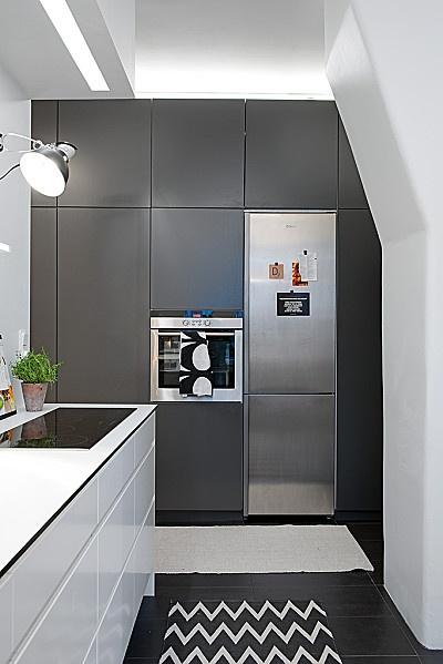 cuisine mur de placards frigo encastré