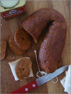 Chorizo Vegan Pour 1 chorizo : - 2 poivrons rouges - 15 ml d'huile d'olive - 1 petite gousse d'ail - 75 ml d'eau froide - 150 g de gluten de blé - 3 g de paprika fumé + 7 g de paprika doux - 7 g de sel fin - 1 g de thym séché - 1 g de cumin en poudre