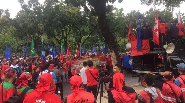 UMP 2017 Jakarta, Buruh Minta Rp3,8 Juta, Pengusaha Rp3,3 Juta    UMP 2017 Jakarta, Buruh Minta Rp3,8 Juta, Pengusaha Rp3,3 Juta   Dewan P...