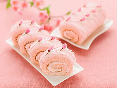 かわいい、きれい、おいしそう(*´ω`*) / cherry blossoms roll cake さくら満開モンブランロール