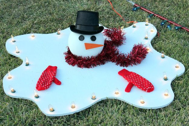 Or choose decor that pokes fun at the warm weather. | 21 Foolproof Ways To Bring Cheer To Your Warm-Weather Christmas
