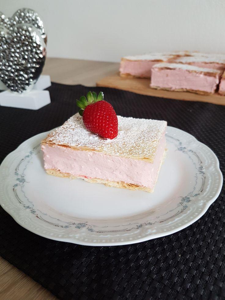Un desert dulce aromat, cu o textură aerată din bezea italiană ce combină perfect blatul foietaj. Se face destul de repede şi uşor . Cu căpşunii proaspeți ieşiți aducem in această prăjitură o fărâm…