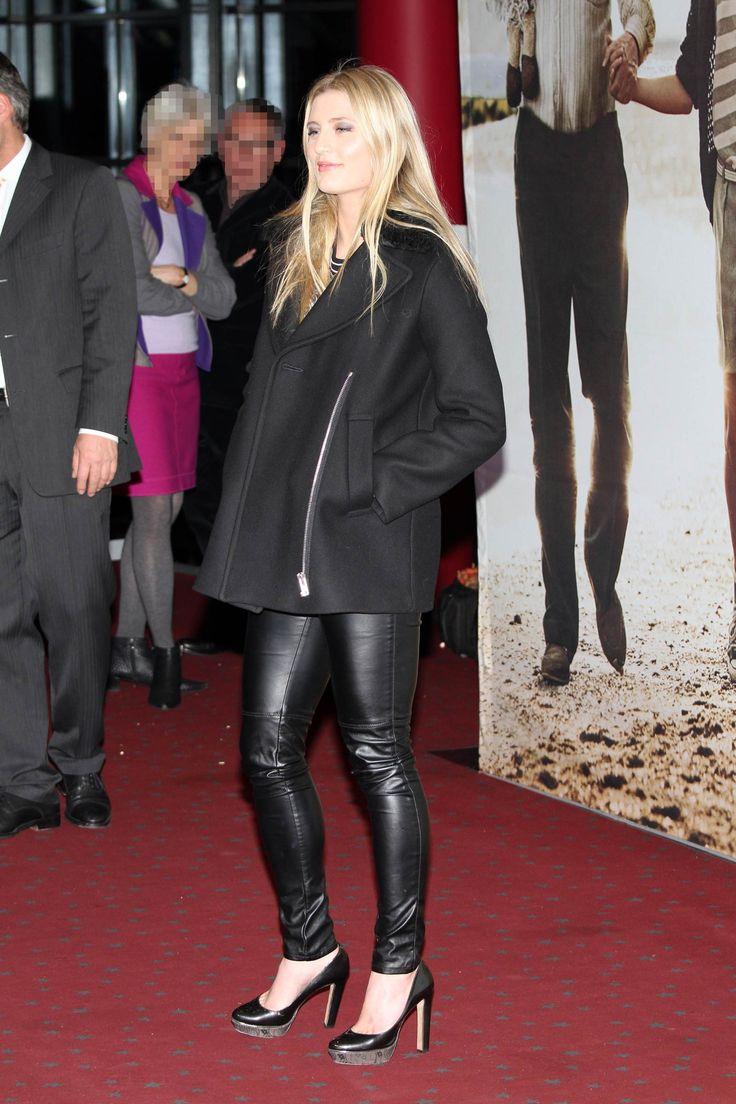 The 17-year-old German actress Luna Schweiger walked the red carpet at the Honig im Kopf movie premiere in Hamburg on 16th December, 2014. Luna…