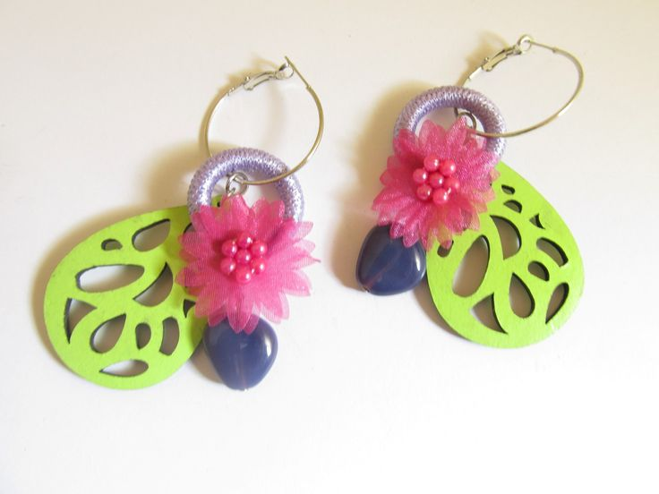 Handmade laser cut leather earrings (1 pair)  Made with light green leather filigree, silver tone antiallergic earring hoops, fiber hoop, fuchsia fabric flower and glass beads.