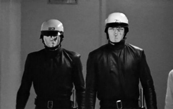 THX-1138』(71)  抑圧するロボット警備員