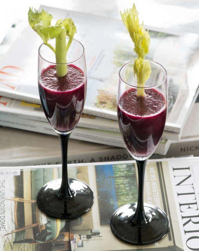 Recept på god rödbetsjuice du enkelt gör själv. Nyttigt och stärkande - klart på 5 minuter.