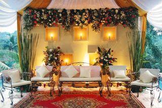 Dekorasi pernikahan atau perkawinan Dekorasi Pernikahan - Pernikahan atau sering disebut juga perkawinan adalah sebuah moment yang paling berharga dalam hidup. Dalam acara pernikahan pun dibuat dengan tata cara dan tempat yang sangat indah agar terkesan dalam hidup kebua mempelai.