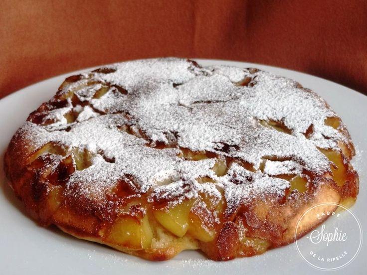 Un gâteau aux pommes à la poêle, pour ceux qui n'ont pas de four et veulent une gourmandise rapide à cuisiner.
