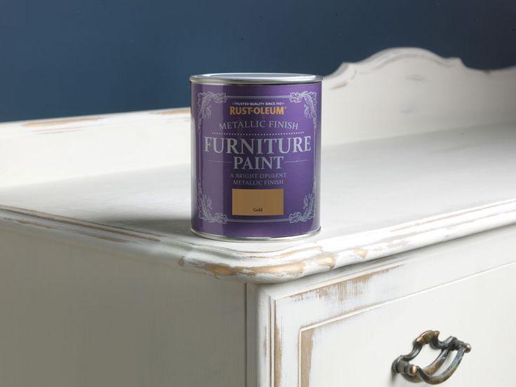 Ein luxuriöses Ambiente erschafft man mit metallischer Farbe als Grundierung.