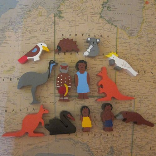 Timber Indigenous Australian family and Animals (13 pieces) - Everingham & Watson