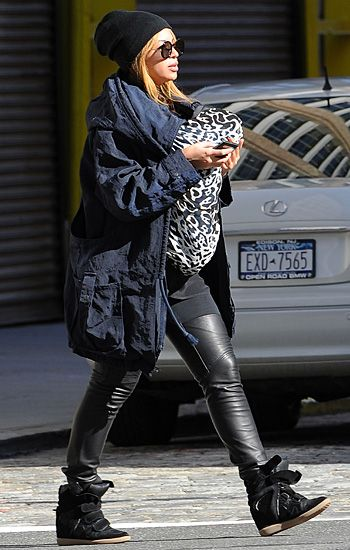 beyonce making a fashion statement in sneakers!!!