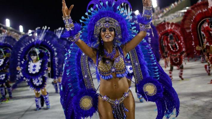30 de poze pline de culoare de la Carnavalul din Rio 2012.  Vezi mai multe poze pe www.ghiduri-turistice.info  Source : www.newsbeats.in