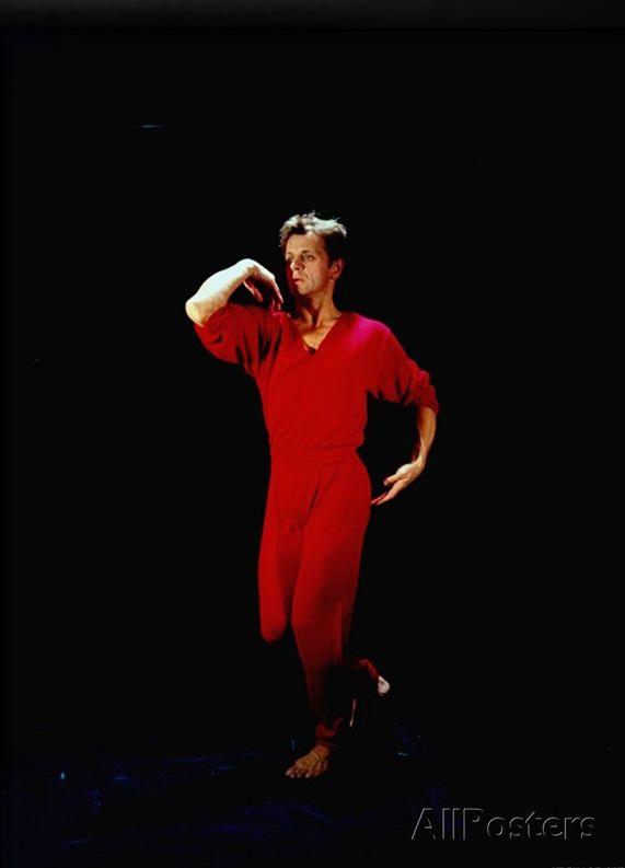 Mikhail Baryshnikov   Contemporary dance moves