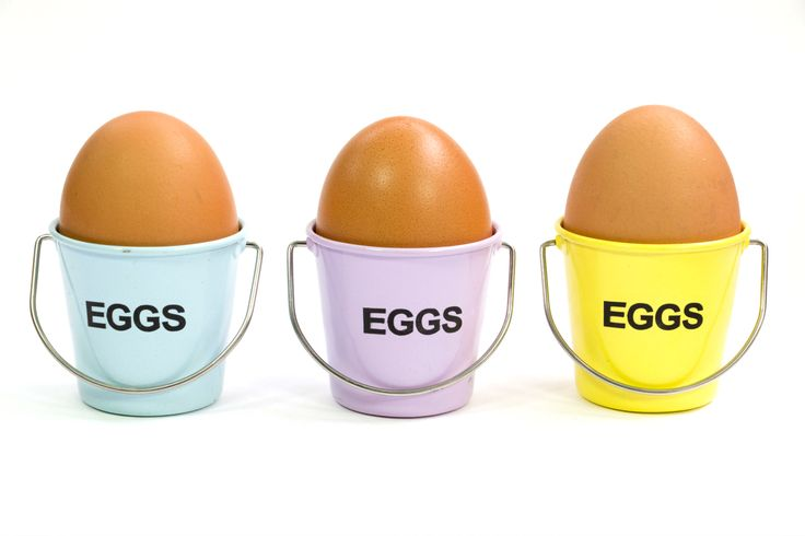 As a runner,  eating eggs will offer you a number of health benefits, which include maintaining a lean body weight, helping fight inflammation, and promoting bone strength