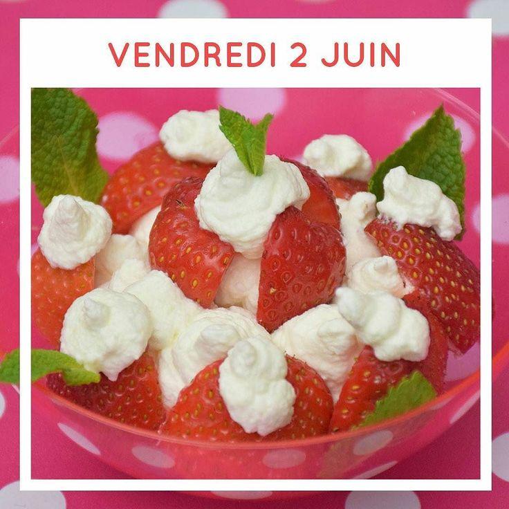 Pavlova glacé à la fraise |  C'est la saison des fraises ! ENFIN ! Une recette de pavlova est en ligne sur le blog (lien bio) |  Fraises crème fouettée meringue glace... |  2h30 à 4h (recette en bio) |  @justineberthelot #pavlova #fraise #foodphotographer #foodpic #foodlover #foodismylife #recette #icecream #foodphotographer #lesjeudisculinaires #patisserie #chantilly #yummy #meringue
