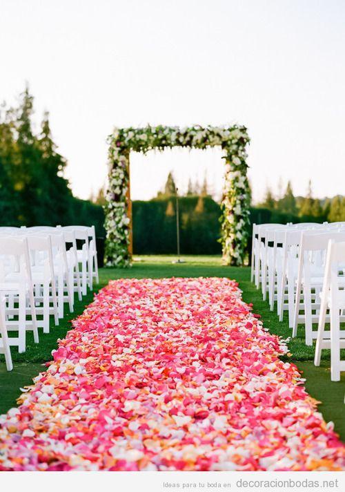 decoracion-boda-alfombra-altar-petalos.jpg (500×712)