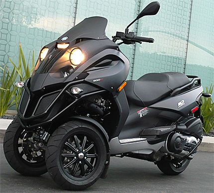 Definately the only motor I would buy. Piaggio MP3. ^______^