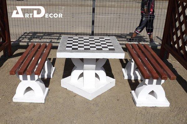 Set masa cu banci din beton