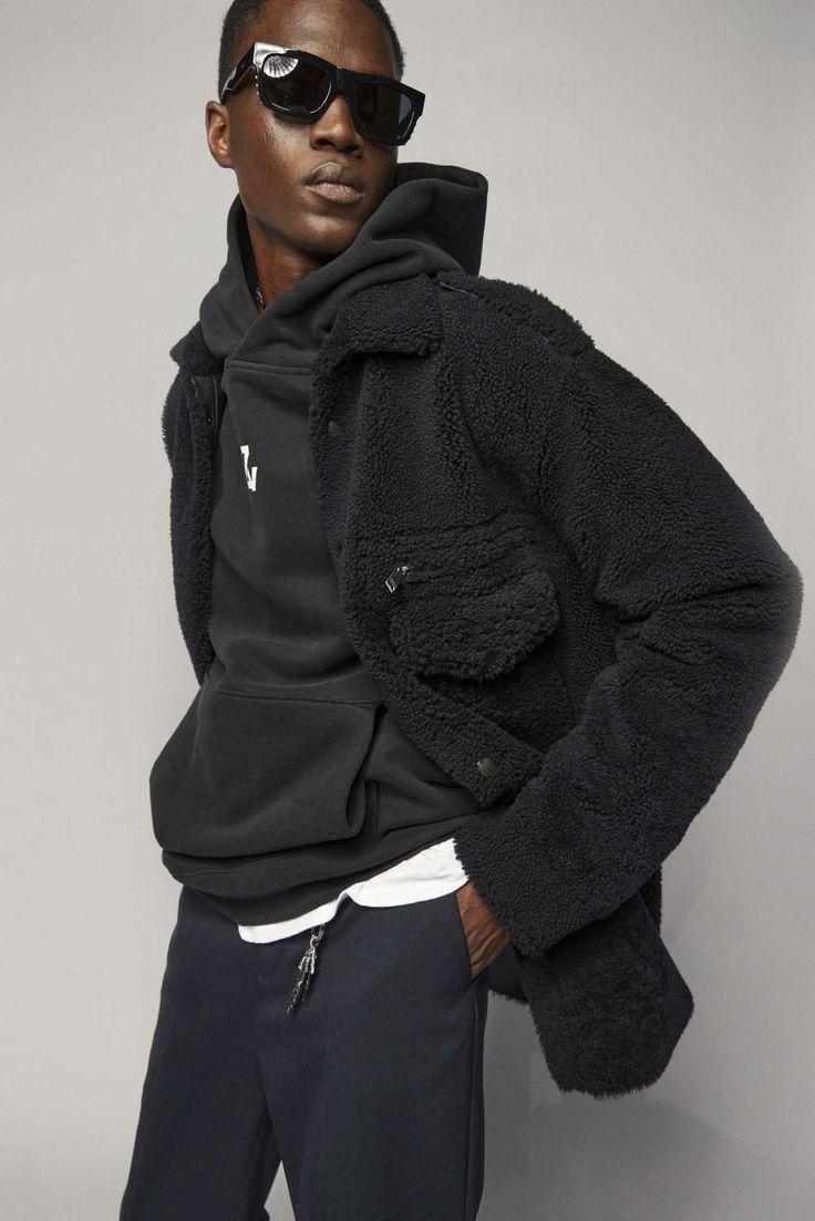 Zadig & Voltaire adapta la irreverencia urbanista a su colección Fall-Winter 2021 Fashion News, Latest Fashion, Fashion Beauty, Fashion Show, Parka, Celebrity Style, Ready To Wear, Rain Jacket, Windbreaker
